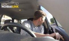 Mở cửa ô tô an toàn kiểu Hà Lan